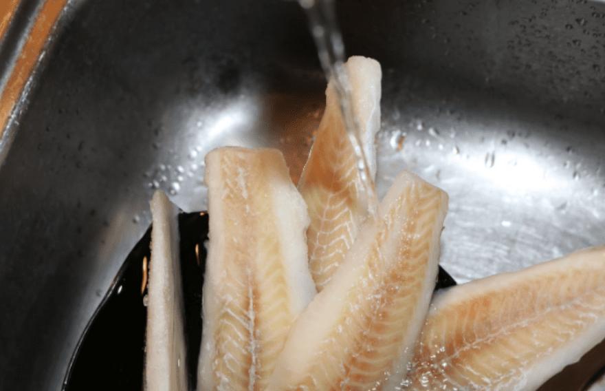 optøning frossen fisk sådan hurtigt nemt